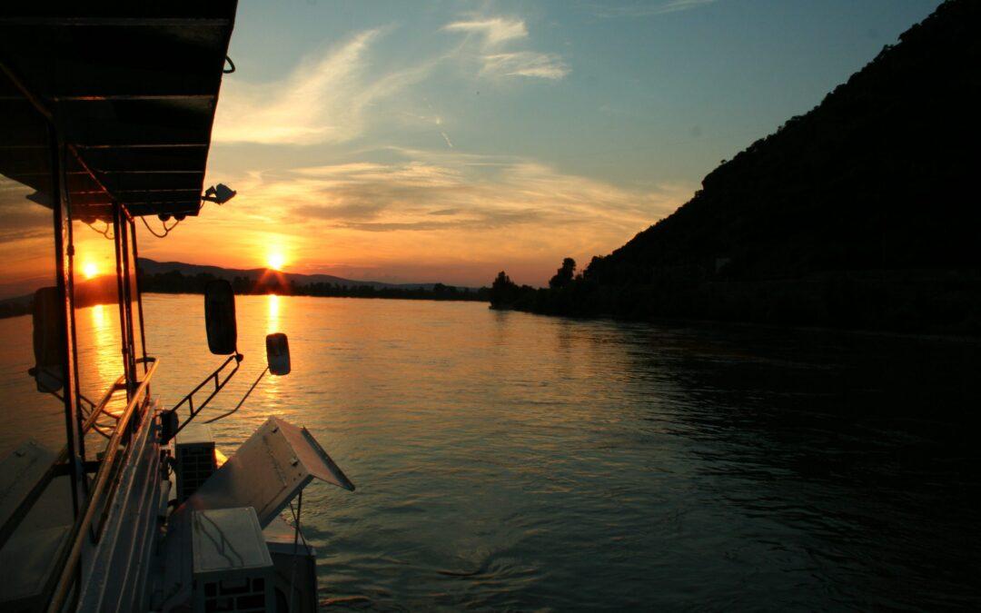 Hajózás a dunakanyari naplementében